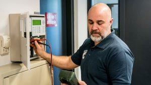 installatiemonteur Intergarde controleert beveiligingsinstallatie